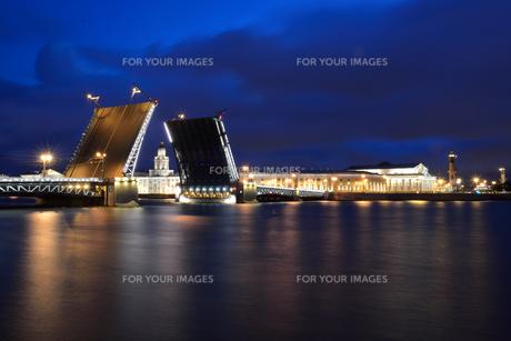 白夜のサンクトペテルブルクの写真素材 [FYI00251576]