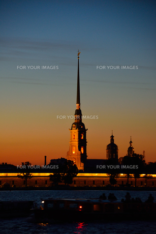 白夜に浮かぶペトロパヴロフスク聖堂の写真素材 [FYI00251593]