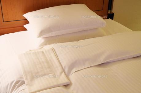 ベッドメイキングの写真素材 [FYI00252049]