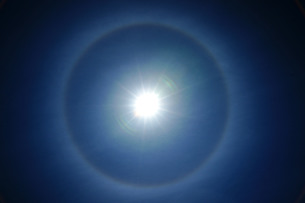 日暈の写真素材 [FYI00253128]