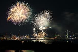関門海峡花火の写真素材 [FYI00253964]