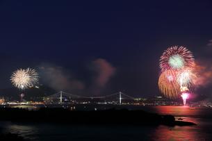 関門海峡花火の写真素材 [FYI00253965]