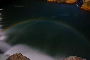 原尻の滝の月虹の写真素材 [FYI00254195]