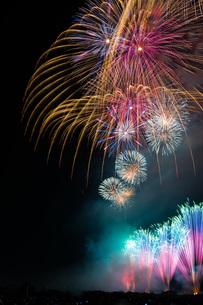 赤川花火記念大会「ヒ・カ・レ・ミ・ラ・イ・ヘ」の写真素材 [FYI00254263]