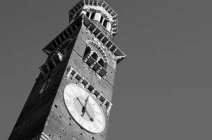ヴェローナ-時計塔の写真素材 [FYI00254865]