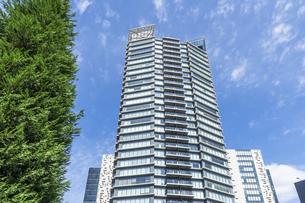 新宿イーストサイドのタワーマンションの写真素材 [FYI00255178]