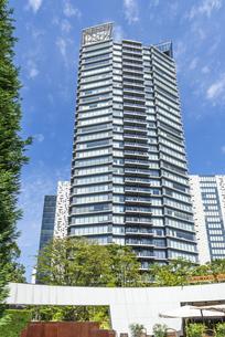新宿イーストサイドのタワーマンションの写真素材 [FYI00255202]
