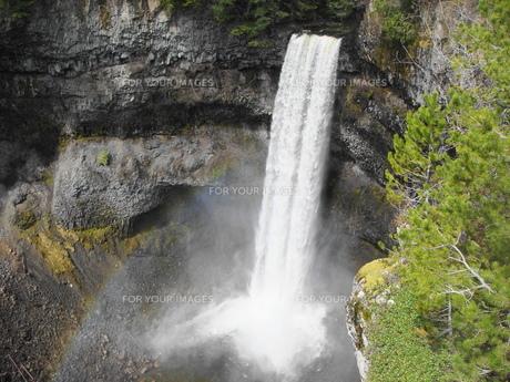 カナダ ウィスラー ブランデーワインフォールズの写真素材 [FYI00255550]