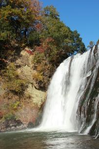 秋、龍門の滝の写真素材 [FYI00255639]