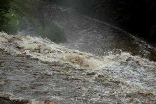 台風の集中豪雨の写真素材 [FYI00255662]