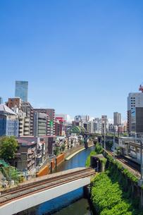 御茶ノ水 交差する鉄道の写真素材 [FYI00255710]