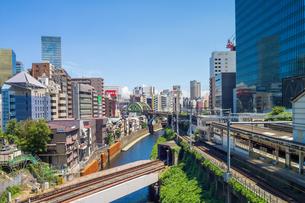 御茶ノ水 交差する鉄道の写真素材 [FYI00255713]