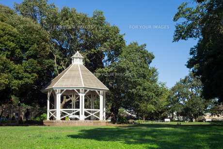 Western-style arbor of Yamate Parkの素材 [FYI00255725]