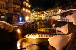 銀山温泉の写真素材 [FYI00256040]