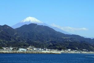 由比海岸から望む富士の素材 [FYI00256414]