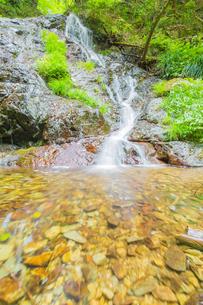 渓谷の滝の写真素材 [FYI00257061]