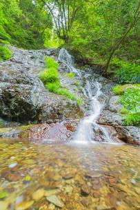 渓谷の滝の写真素材 [FYI00257070]