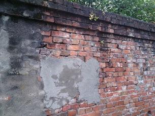 修理跡のあるレンガ塀の写真素材 [FYI00257688]