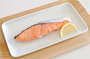 鮭の塩焼きの写真素材 [FYI00258472]