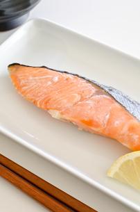 鮭の塩焼きの写真素材 [FYI00258480]