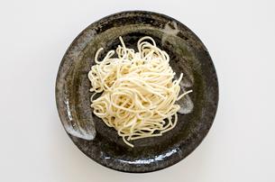 太麺の中華麺の素材 [FYI00258621]