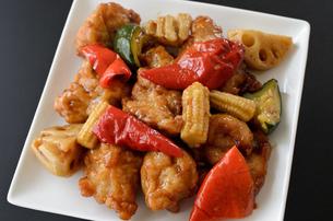 鶏肉と野菜の中華炒めの写真素材 [FYI00258917]