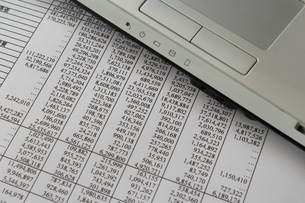 ビジネスイメージ データとラップトップの写真素材 [FYI00259294]