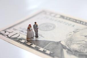 結婚とお金の写真素材 [FYI00259295]