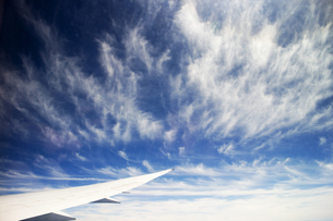 雲と翼の写真素材 [FYI00259871]