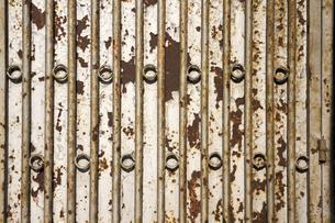 鉄の扉の写真素材 [FYI00259872]