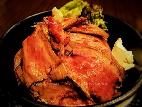ローストビーフ丼の写真素材 [FYI00260803]