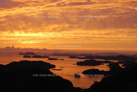九十九島の夕景の写真素材 [FYI00261115]