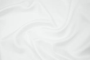 背景素材 白光沢布地 渦状ドレープの写真素材 [FYI00261160]