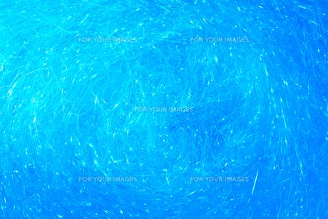 青色背景_キラキラのラメテープによる水中イメージの写真素材 [FYI00261182]