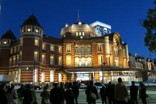 東京駅前交差点の写真素材 [FYI00261192]