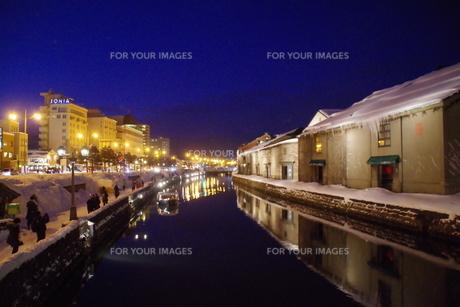 冬の小樽運河の夜景の写真素材 [FYI00261310]