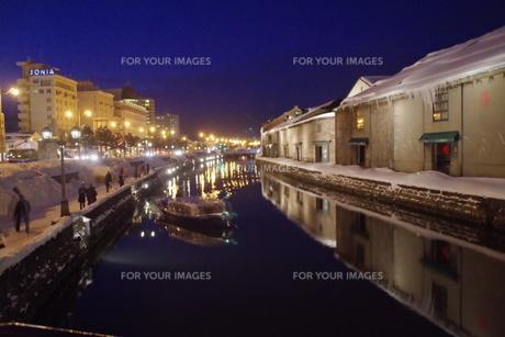 冬の小樽運河の夜景の写真素材 [FYI00261311]