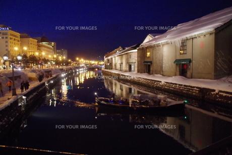 冬の小樽運河の夜景の写真素材 [FYI00261323]
