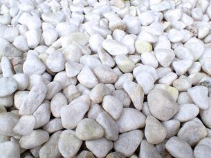 敷き詰められた白い石の写真素材 [FYI00261757]