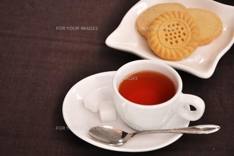 紅茶とクッキーの写真素材 [FYI00262490]