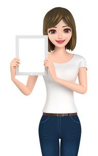 3D イラスト - タブレット端末を見せているTシャツとジーンズ姿の女性の写真素材 [FYI00262631]