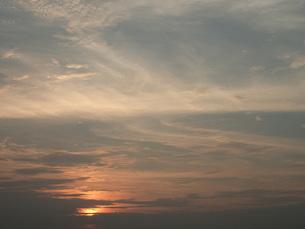 雲と夕日と空との写真素材 [FYI00262732]