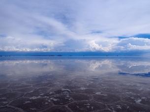 雨季のウユニ塩湖の写真素材 [FYI00262738]