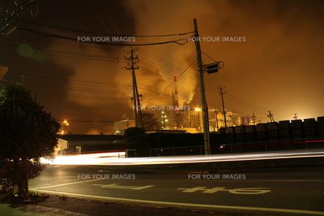 工場の夜景の素材 [FYI00263006]