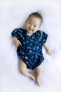 甚平を着た笑顔の赤ちゃんの写真素材 [FYI00263107]