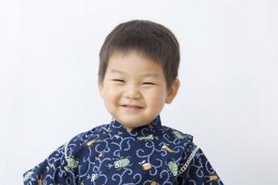 甚平を着た笑顔の子供の写真素材 [FYI00263237]