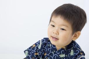 甚平を着た子供の写真素材 [FYI00263243]