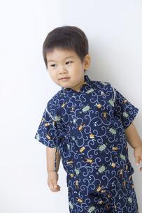 甚平を着て凛々しい子供の写真素材 [FYI00263249]