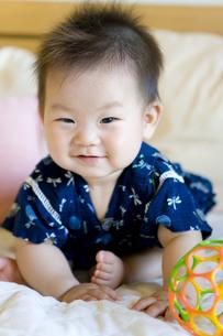 甚平姿の赤ちゃんの写真素材 [FYI00263309]