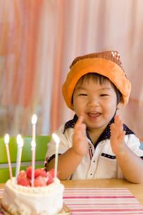 バースデーを祝う子供の写真素材 [FYI00263436]